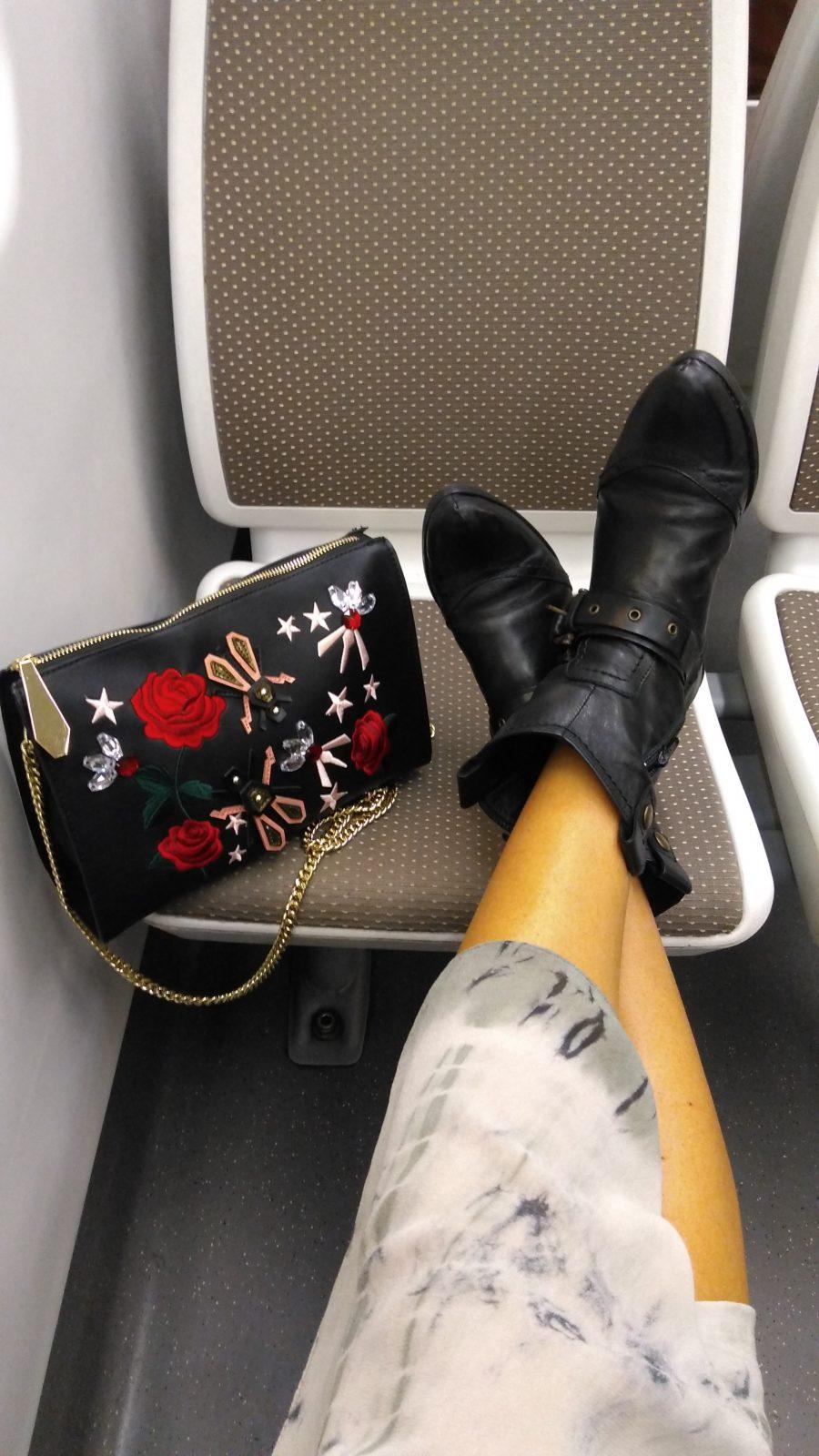 Old, viejo, botas viejas, old Boots, Miss Clov, Rebeca Valdivia, Donostia, personal shopper, botines, hebilla, cowboy, Frida, bag, bandolera, parches,