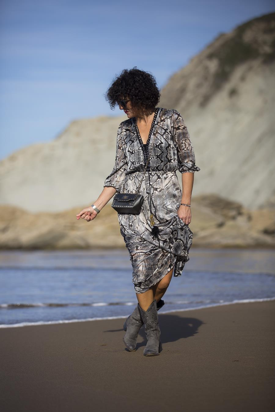 Long dress, maxi vestido, bag, bolso joya, Rebeca Valdivia, Miss Clov, personal shopper, Zumaia, Gipuzkoa, Flich, Booth, Sandra, madehand, madre in spain, artesano, rizos, curls, playa itzurun