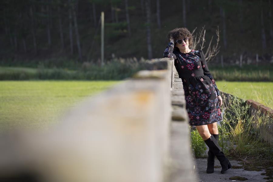 Rebeca Valdivia, Miss Clov, Personal shopper, Donostia, vestido negro, black dress, dress, boho, vestido bordado, boots, botas tacón ancho y plataforme, botas altas