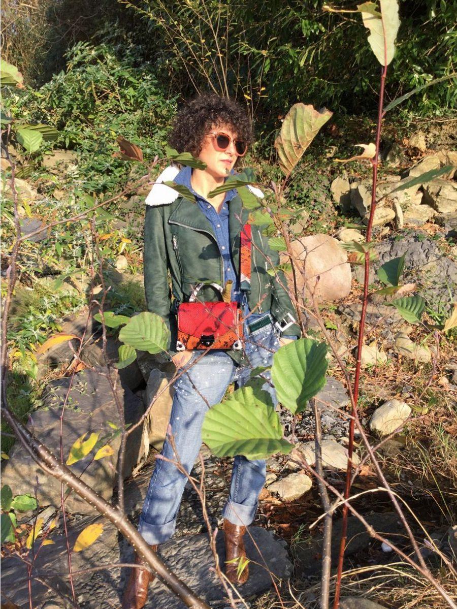 Rebeca Valdivia, personal shopper, donostia, San Sebastián, Miss Clov, blogger, boyfriend jeans, denim,shirt, Boots, animal print, bag, girar bag, bolso bandolera guitarra, perfecto cuero, greenery, curls, rizos, Pantone