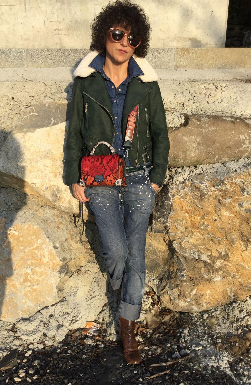 Rebeca Valdivia, personal shopper, donostia, San Sebastián, Miss Clov, blogger, boyfriend jeans, denim,shirt, Boots, animal print, bag, girar bag, bolso bandolera guitarra, perfecto cuero, curls, rizos