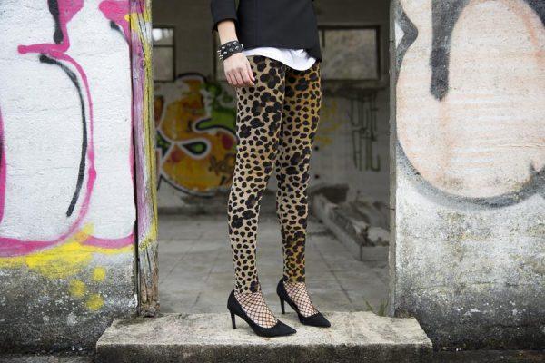 Rebeca Valdivia, Personal , Donostia, San Sebastián, Miss Clov, leggings, animal print, leopardo, White tee, camiseta blanca, blazer negro, stilettos, zapatos salón, hells, rebelheart, choker, pinchos, punk, muñequera pinchos, punkglam, rebeldheart