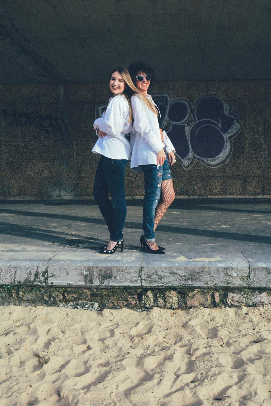 Rebeca Valdivia, Natalia Aldasoro, Miss Clov, Personal Shopper, Donostia, San Sebastián, colaboración bloggers, camisa blanca, white shirt, hells, stilettos, zapatos de salón, jeans, top, curls, curlspower, rizos