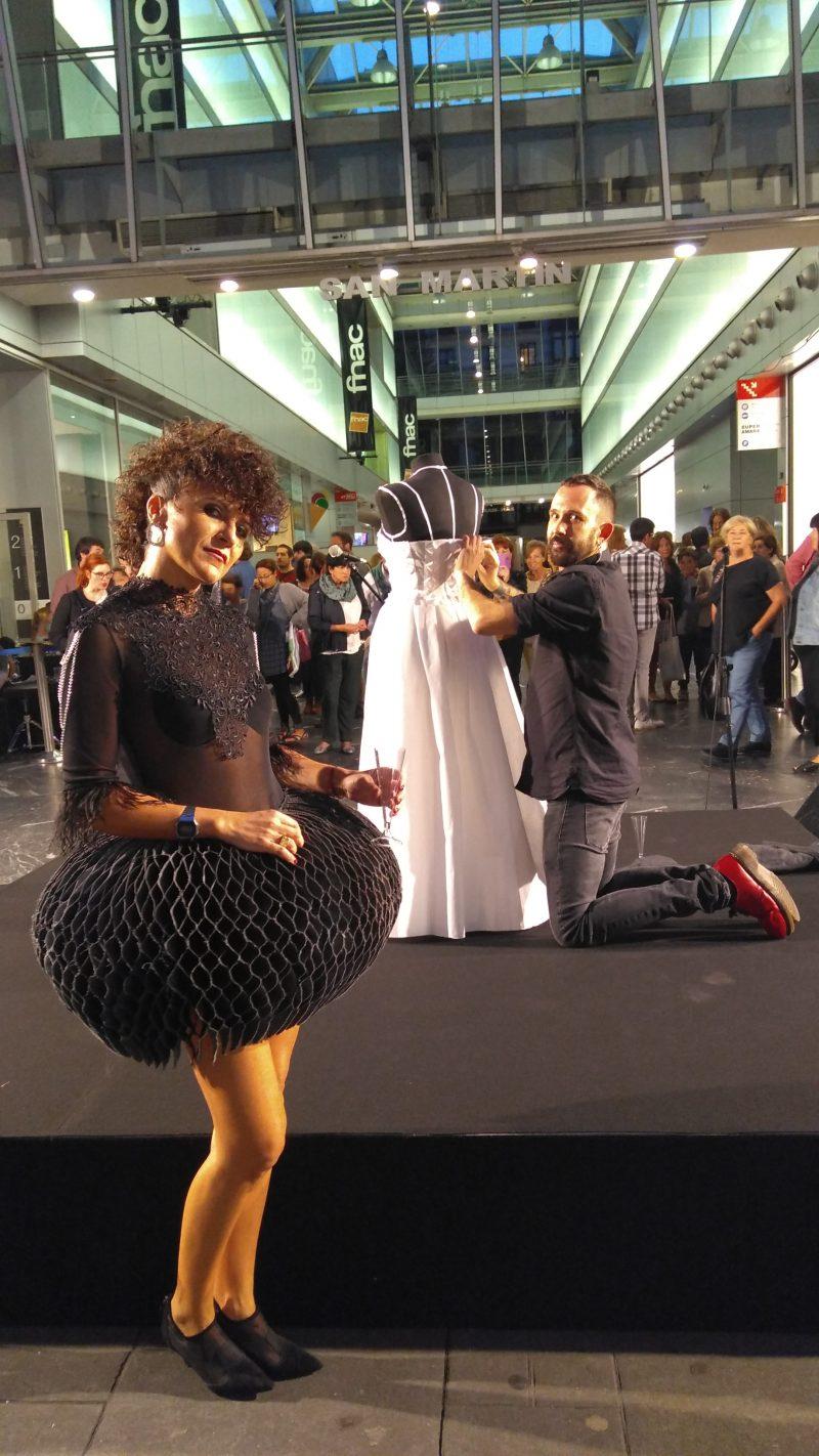 Rebeca Valdivia, personal shopper, Donostia, San Sebastián, Miss Clov, shopping gauean, Dress & Shop, shopping night, falda origami, madehand, Iñaki Kilate, body, collar babero, maxicollar, necklace, rizos