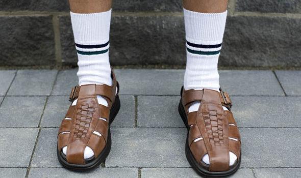 Rebeca Valdivia, personal shopper, estilista, stilist, Donostia, San Sebastián, Miss Clov, inspiration, inspo, inspiración, sandals with socks, sandalias con calcetines, con medias