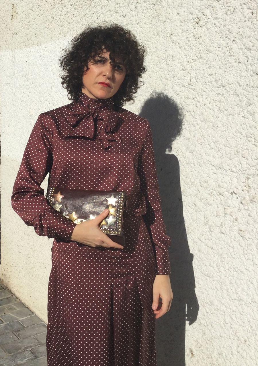 Rebeca Valdivia, asesora de imagen, personal shopper, estilista, stilist, Donostia, San Sebastián, Miss Clov, curls, rizos, tachas bag, tachas, estrellas, stars, bolso tachuelas, falda lunares, camisa lazo, camisa lunares, total look, polkadots, lunares, polkadots skirt, polkadots shirt