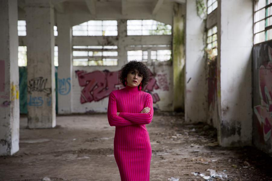 Rebeca Valdivia, asesora de imagen, personal shopper, estilista, stilist, influencer, Donostia, San Sebastián, Miss Clov, la blogger indie, influencer, dress, vestido canalé, rosa, pink, rizos, curls, tomboystyle, graffiti