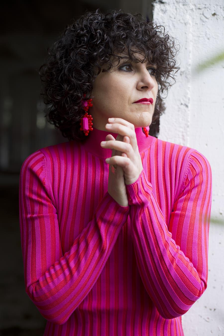 Rebeca Valdivia, asesora de imagen, personal shopper, estilista, stilist, influencer, Donostia, San Sebastián, Miss Clov, la blogger indie, influencer, dress, vestido canalé, rosa, pink, rizos, curls, tomboystyle