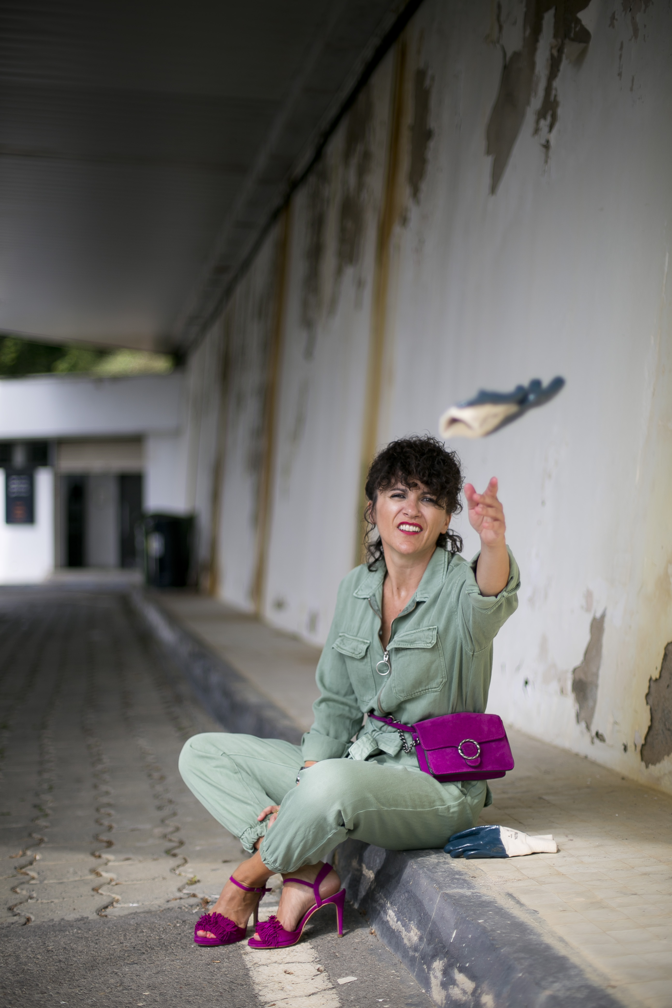 Rebeca Valdivia, asesora de imagen, personal shopper, influencer, Donostia, San Sebastián, Miss Clov, la blogger indie, Donostia, street style, ootd, moño, buzo, mono, jumpsuit, heels, sandals, sandalias de tacón