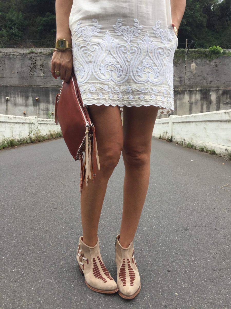 vestido blanco, crudo, white dress, bolso mano, handbag, flecos, fringed, botas bamby, botines, boots, sendra, madehand, made in spain