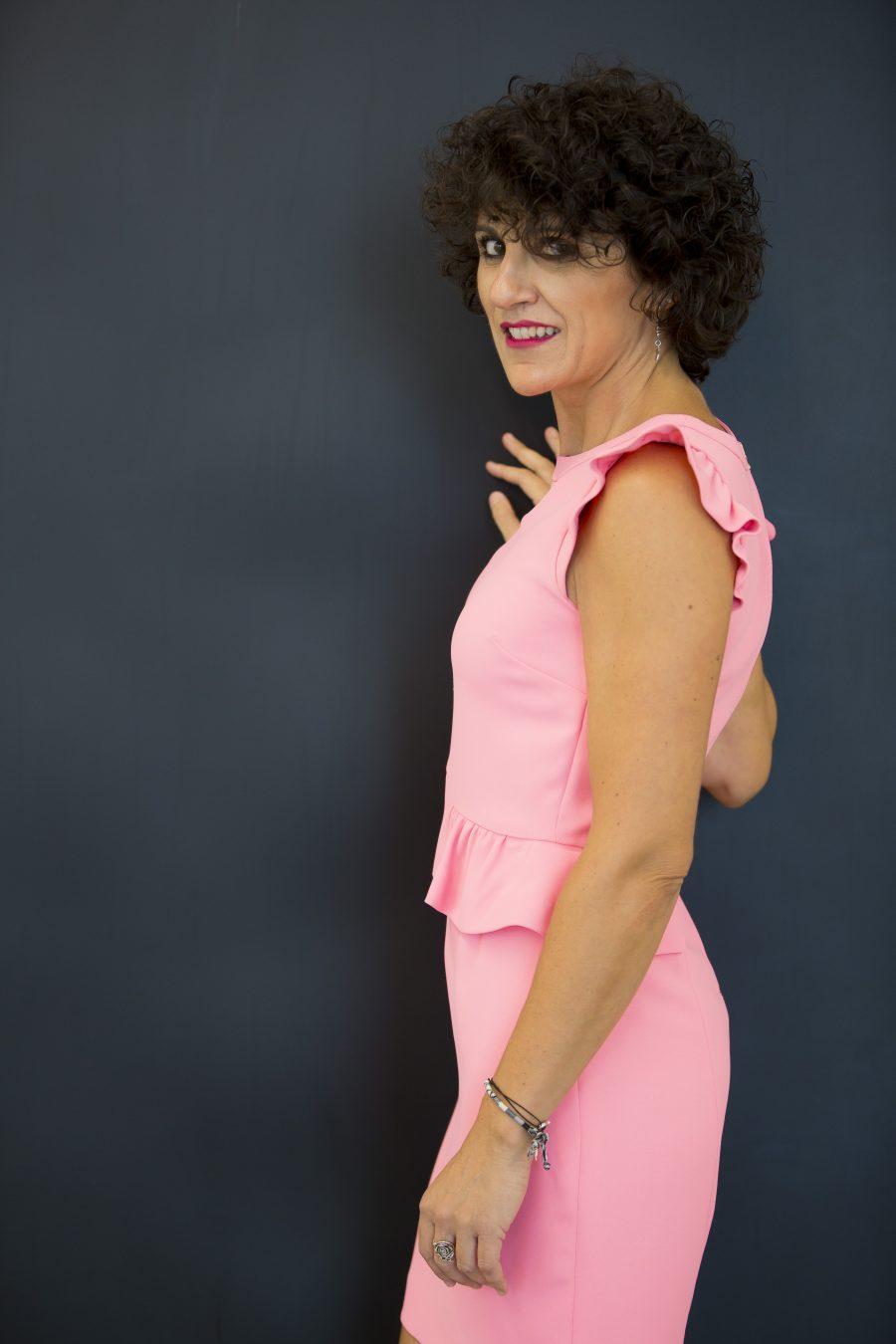 Vestido tubo, lady dress, sandro, Rebeca Valdivia, Miss Clov, curls, rizos, frills, pink, rosa, neon, Donostia
