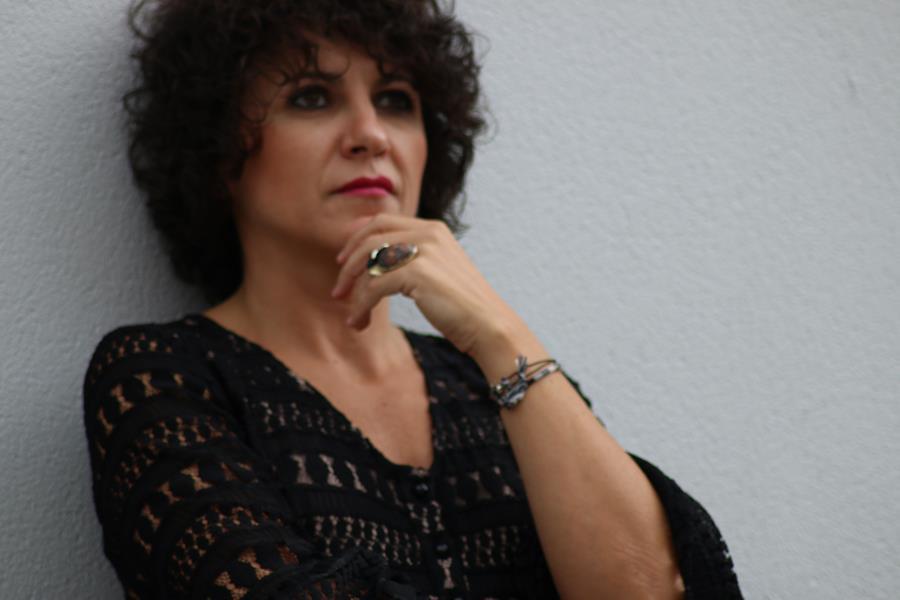 Rebeca Valdivia, Miss Clov, personal shopper, Donostia, el atelier de Lali, vestido negro, vestido encaje, vestigo guipur, mangas campana, dress, boho boots, botas cowboy, cubrebotas, botas moteras