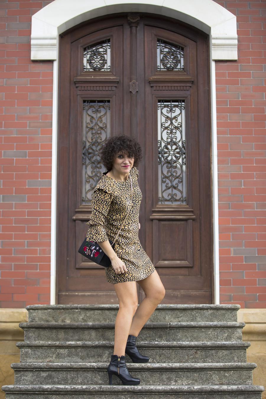 Rebeca Valdivia, Miss Clov, Personal Shopper, Donostia, Getaria, animalprint, leopardo, dress, vestido, botines tacon, plataforma, boots, bag, bolso bandolera parches