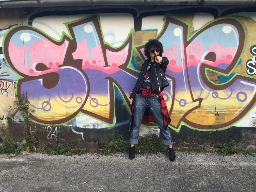 Rebeca Valdivia, Miss Clov, Donostia, personal shopper, tartan, boyfriend Neanderthal, painted jeans, vaqueros pintados, vaqueros cagados, botín goma, Boots, made in Spain, perfecto de cuero, biker, camiseta rockera, camiseta rolling stones tee, tartán shirt, necklace, punk style, rock style, graffitis
