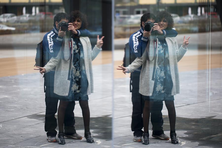 Rebeca Valdivia, personal shopper, Donostia, San Sebastián, Miss Clov, vestido ajado, abrigo gris, choker, botines hebillas, boties, hells, dress, tie dye, wool coat , curls, rizos, curlspower