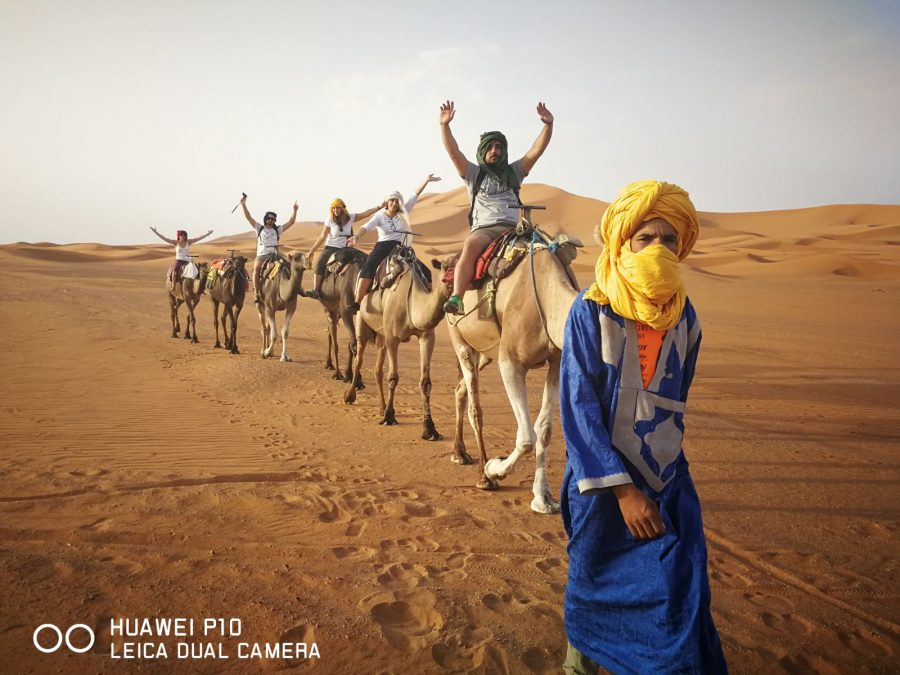 Miss Clov, Rebeca Valdivia, personal shopper, travel, trip, Moroco, Sahara, Atlas, Marrueco, desierto del Sahara, desert, Merzouga, amanecer, sunrise, camellos