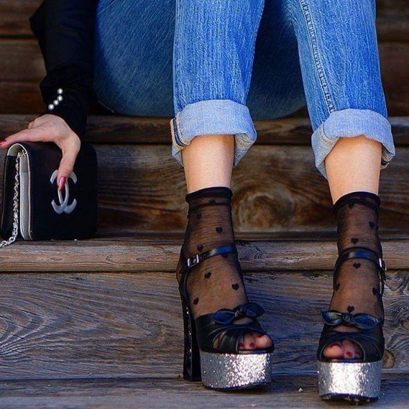Rebeca Valdivia, personal shopper, estilista, stilist, Donostia, San Sebastián, Miss Clov, inspiration, inspo, inspiración, sandals with socks, sandalias con calcetines, con medias, calzedonia
