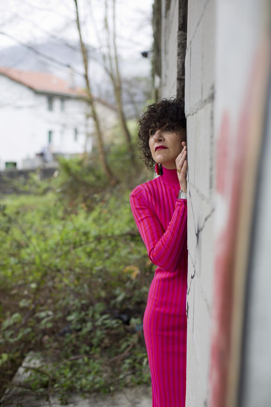 Rebeca Valdivia, asesora de imagen, personal shopper, estilista, stilist, influencer, Donostia, San Sebastián, Miss Clov, la blogger indie, influencer, dress, vestido canalé, rosa, pink, tomboystyle, graffitis
