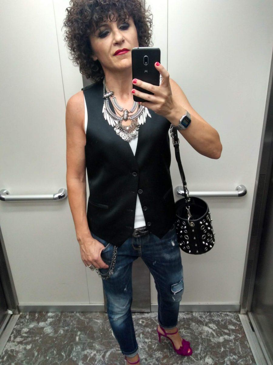 Rebeca Valdivia, asesora de imagen, personal shopper, influencer, Donostia, San Sebastián, Miss Clov, la blogger indie, Lasarte, looks, style, elevator, ascensor, ootd, rizos, curls, Street style