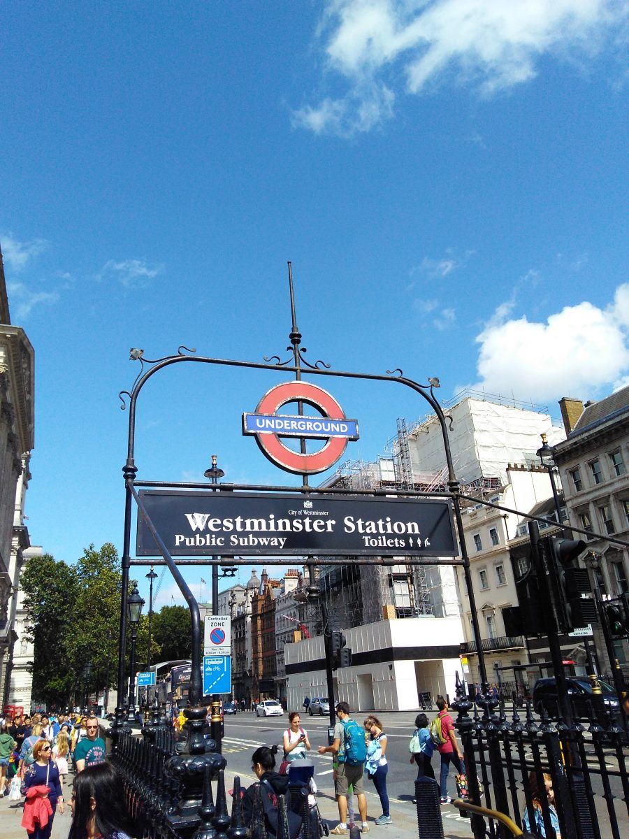 Rebeca Valdivia, asesora de imagen, personal shopper, Miss Clov, la blogger indie, Londres, London, viajes, travel, summer, metro, underground, Westminster Station,