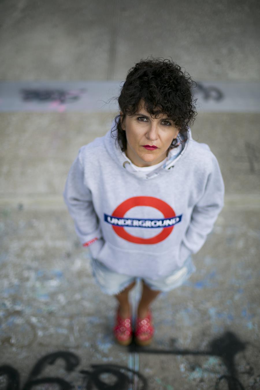 Rebeca Valdivia, asesora de imagen, personal shopper, influencer, Donostia, San Sebastián, Miss Clov, la blogger indie, Lasarte, street style, ootd, moño y vermut, short, denim, underground, sudadera, cuñas, Alpe, tachuelas