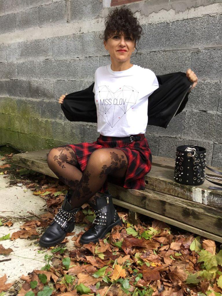 Rebeca Valdivia, asesora de imagen, personal shopper, influencer, Donostia, San Sebastián, Miss Clov, marca, patente, la blogger indie, Donostia, #soymamarracha, logo, tartan, falda escocesa, cuadro escocés, bomber, tachas, tachuelas, tracks, botines, medias de flores